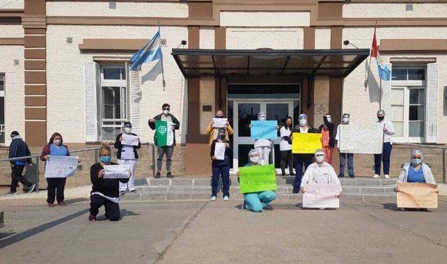 La protesta solo duró 20 minutos para no resentir los servicios hospitalarios. (Foto gentileza: El Trébol Digital)
