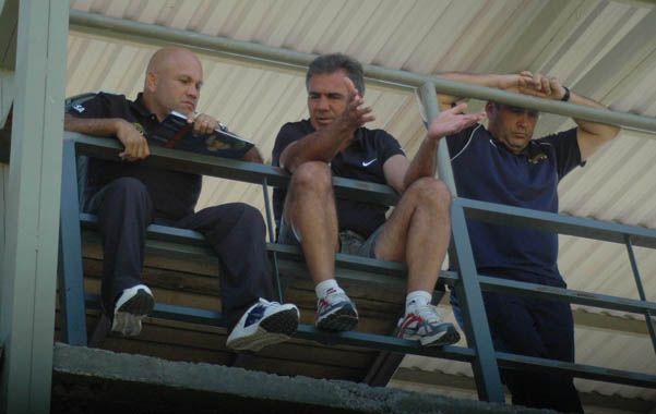 Desde arriba. Urdaneta y Ambrosio observan los entrenamientos y de a poco van depurando el equipo.
