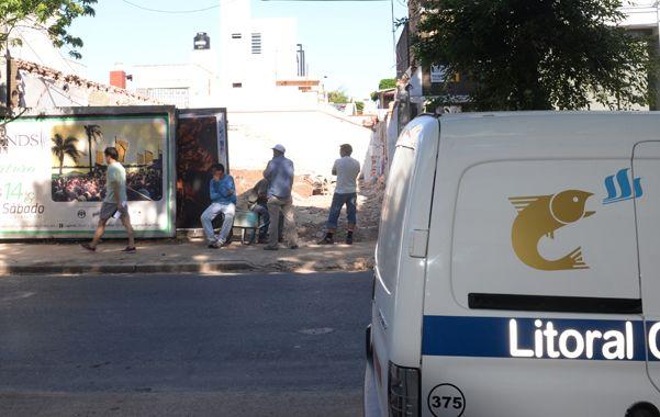 La totalidad de los alumnos del Colegio Sagrada Familia tuvo que ser evacuada ayer a la mañana como consecuencia de una importante pérdida de gas. (Foto: S.Salinas)
