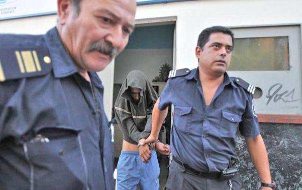 Brian Garay ayer tras ser arrestado mientras se refugiaba en la casa de su madre.