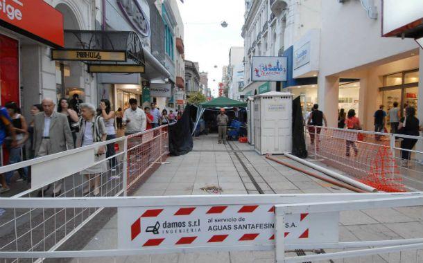 Postal del pasado. Hace seis años los frentistas y comerciantes solventaron la remodelación integral de la peatonal Córdoba. (Foto: C. Mutti Lovera)