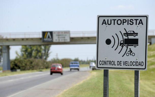La gente trata de pasar rápido por los permanentes ataques que sufren en los accesos a Rosario