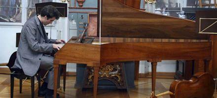 Interpretan obras inéditas que Mozart compuso cuando era niño