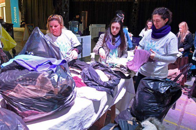 Treinta mil prendas para donar, un gran gesto solidario de los rosarinos