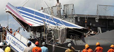 Lesiones en cadáveres sugieren que el Airbus cayó de panza al mar
