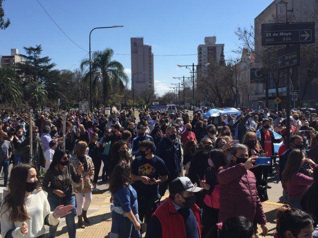 Centenares de comerciantes de Venado Tuerto protestaron el plaza central por las medidas del gobierno