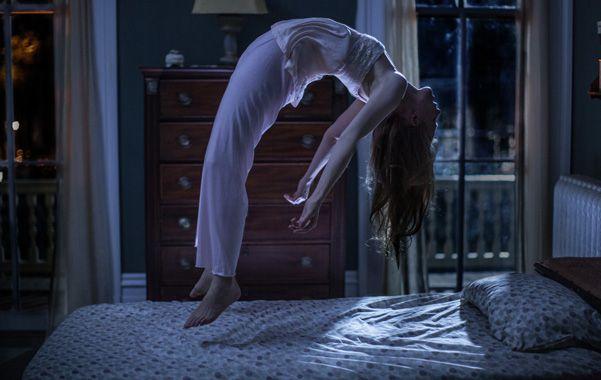 El demonio en el cuerpo. Nell (interpretada por Ashley Bell) sufrirá otro terrible exorcismo en la saga del filme.