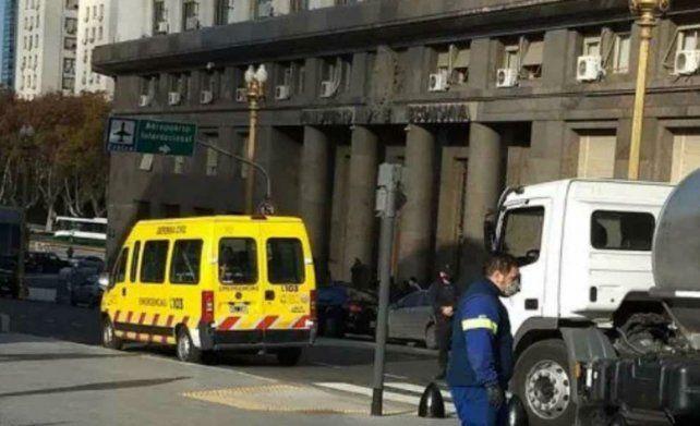 Evacuaron el Ministerio de Economía a causa de una pérdida de gas