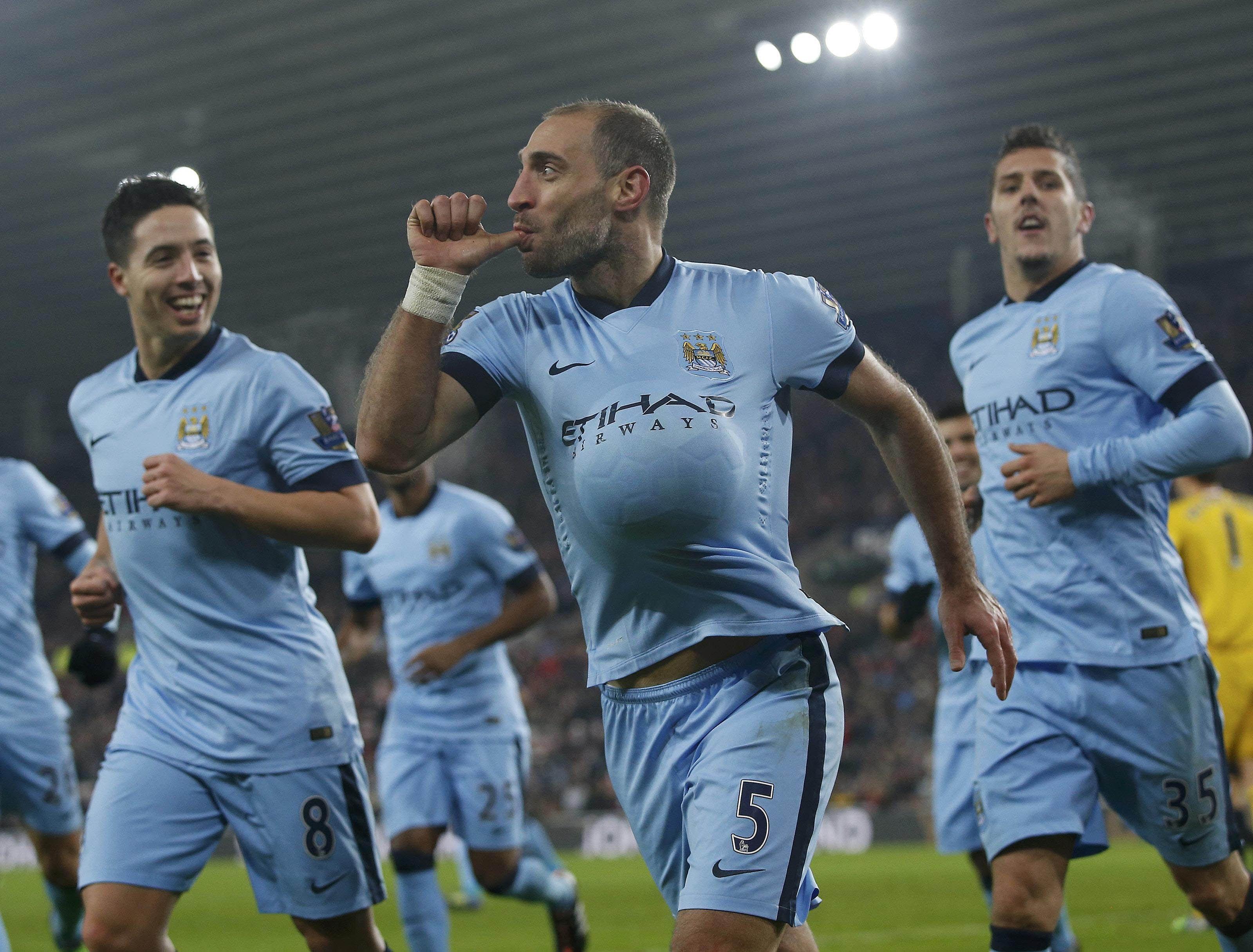 El festejo. El lateral derecho de la selección argentina anotó un gol clave para asegurar la victoria ante Roma.