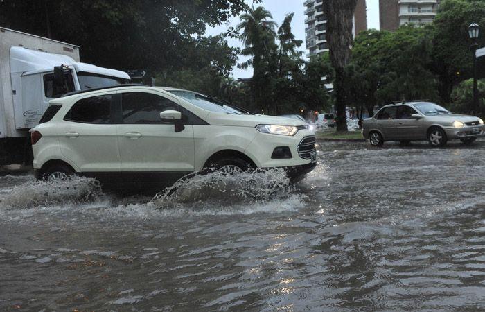 Las última tormenta causó numerosos inconvenientes en casi toda la ciudad. (Foto La Capital).