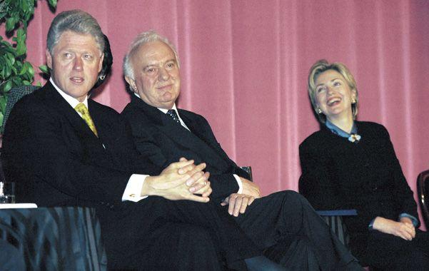 Historia. Eduard Shevardnadze con los Clinton en 1997