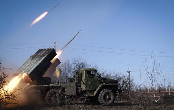 Fuego. Ayer se disparaban cohetes de fabricación rusa Grad hacia Debaltseve desde posiciones rebeldes.