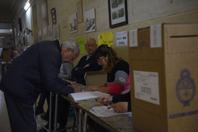 Votar dos veces en un año con pandemia y la cuestión presupuestaria sustentan el pedido de suspensión de las Paso.