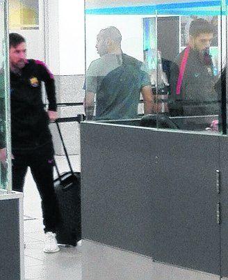 Tres pasajeros en el aeropuerto