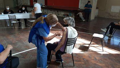 El 80 por ciento de la población objetivo de Firmat ya recibió la cobertura completa de la vacuna contra el Covid-19.