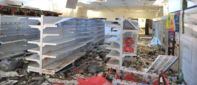 Un supermercado de San Fernardo fue vaciado tras la irrupción de un grupo de violentos.