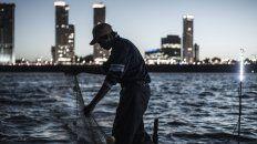 un raid fotografico muestra como es vivir del rio parana con la pesca en la sangre