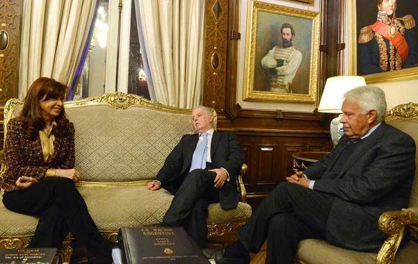 Cristina recibió ayer al músico Daniel Barenboim y al ex presidente del gobierno español Felipe González.