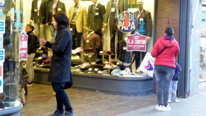 Calle San Luis nunca falla. Las ventas por el Día del Padre están les devolvieron la sonrisa a los comerciantes.