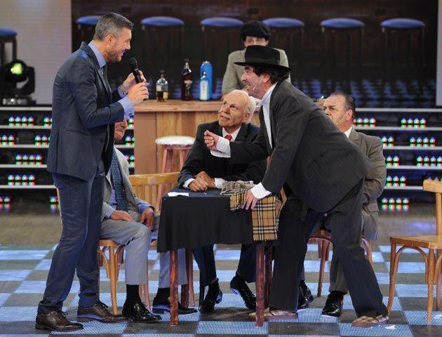 Freddy Villarreal se puso en la piel de Gerardo Sofovich y recreó la famosa mesa junto a Miguel Ángel Rodríguez y Carna.