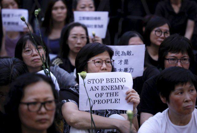 No es no. Madres de estudiantes se sumaron a la protesta en Hong Kong.