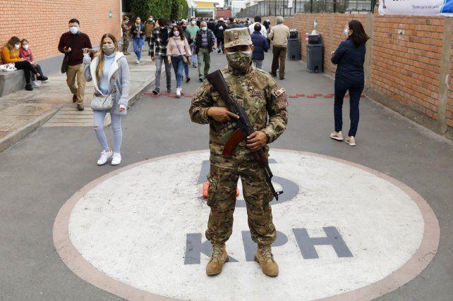 La jornada electoral en Lima. Las mesas fueron custodiadas por personal fuertemente armado.