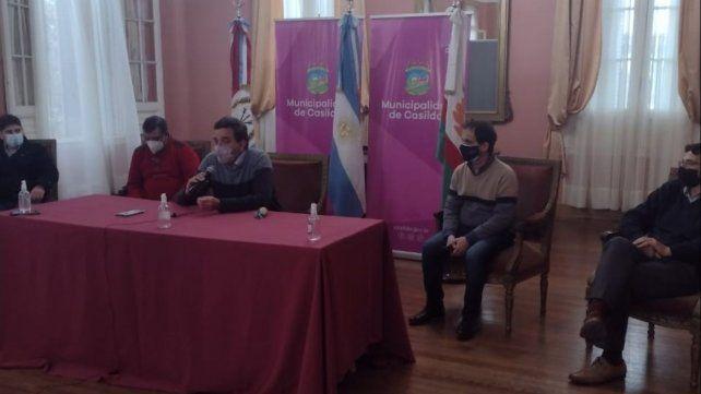 El mandatario casildense visibilizó su postura a favor de las medidas restrictivas en una conferencia de prensa desarrollada en el Salón Dorado del edificio municipal.