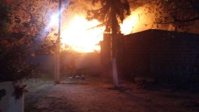 Un incendio destruyó un hogar de tránsito que funciona en una Iglesia Evangélica