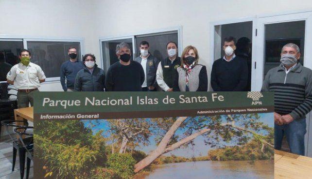 Personal de Parques Nacionales y la jefa comunal de Gaboto