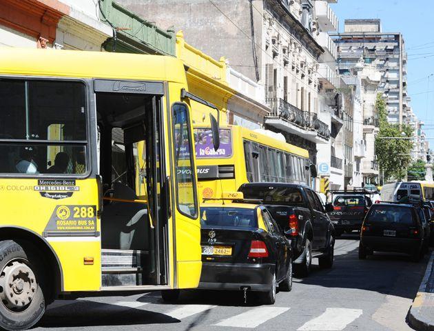 Las unidades del transporte urbano de pasajeros reciben permanentes críticas de los usuarios.