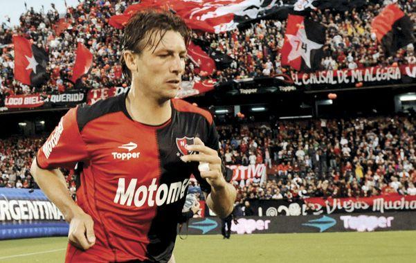El último ingreso al Coloso como jugador. El Gringo se despide del fútbol profesional. (Foto: M. Bustamante)
