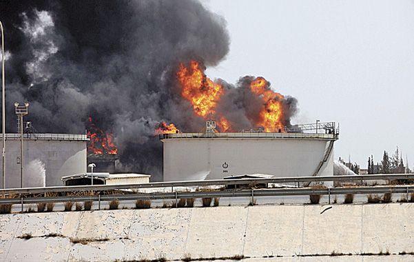 Fuera de control. El depósito de combustible de Trípoli