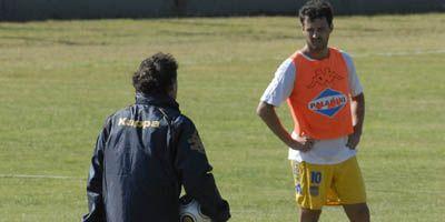 Equi González no hizo fútbol por una molestia pero sería titular en Central