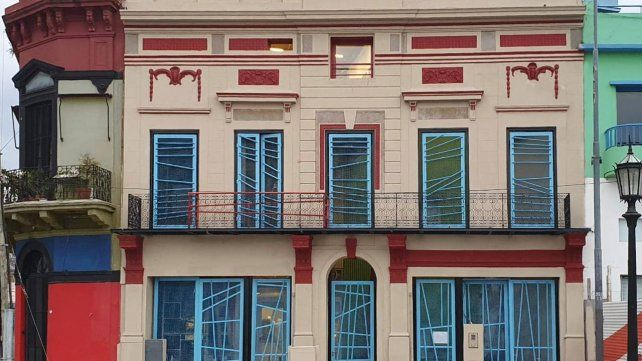 La fachada del edificio diseñado por Clorindo Testa.