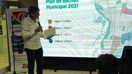 El intendente Emilio Jatón durante la presentación del programa de bacheo
