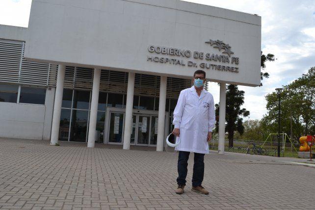 El médico cirujano, Daniel Alzari, es el director del hospital Dr Gutiérrez. Un efector público de excelencia en la provincia.