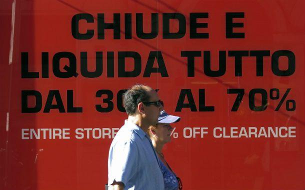 Liquidación por cierre. Italia se declaró en recesión y la crisis económica impacta en la actividad y el consumo.