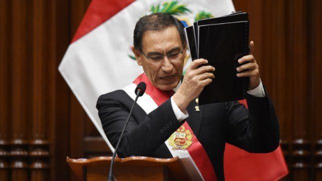 Perú: el presidente disolvió el Congreso y el Congreso suspendió al presidente