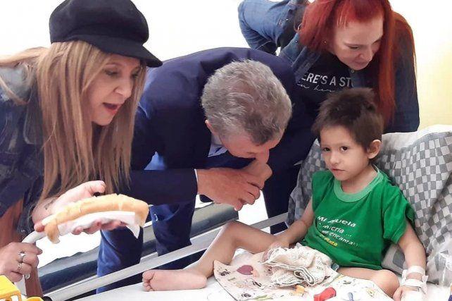 Macri visitó a un chico que padece una enfermedad terminal