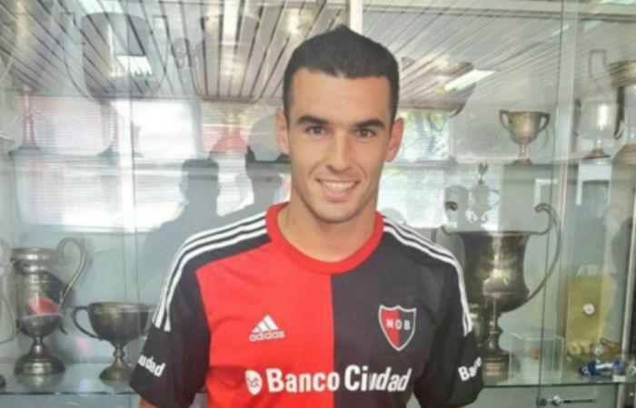 Formiliano rubricó el contrato y se puso la camiseta rojinegra. (Foto: @CANOBoficial)