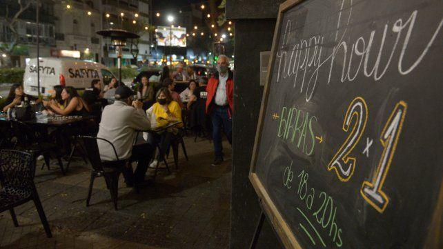 Autorizan a restaurantes y bares a abrir hasta las 0.30, y también hasta treinta trabajadores en las obras