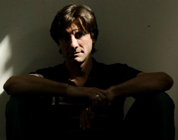Guillermo Pesoa reincide en el buen gusto. El músico toca con su banda hoy