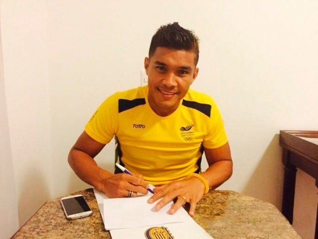 Teo Gutiérrez firmó esta mañana el contrato en Río de Janeiro.