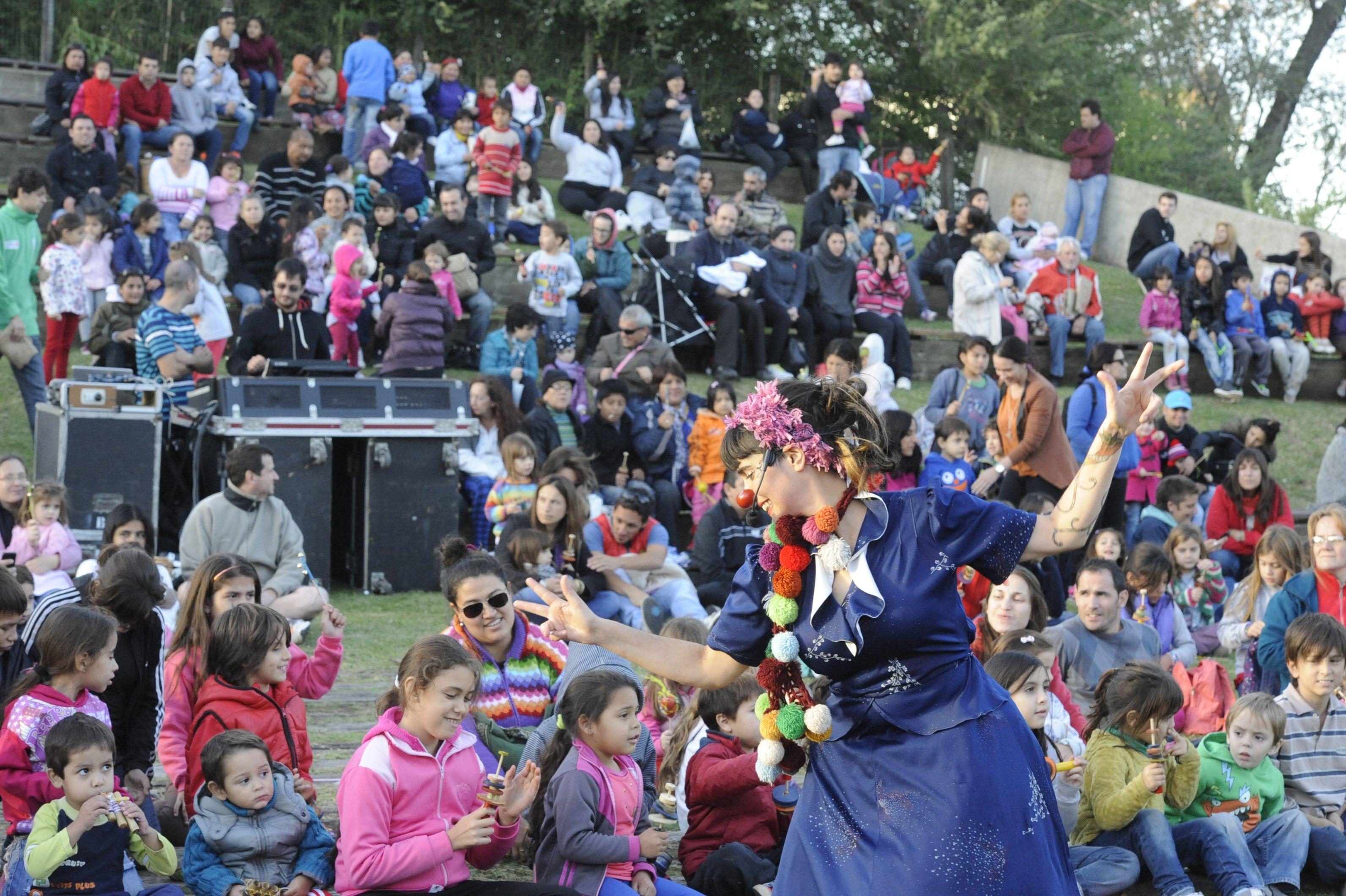 Festejos. Numerosas familias disfrutaron de los espectáculos en la Granja.