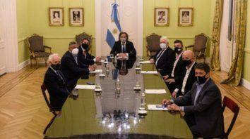El jefe de Gabinete Santiago y los ministros de Salud y de Turismo y Deportes recibieron a las autoridades de la Asociación del Fútbol Argentino (AFA) para determinar la vuelta del fútbol.