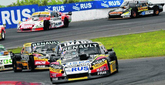 Al frente. Ardusso confiaba en que su compañero le cuidaba las espaldas pero lo superó y ganó la carrera.