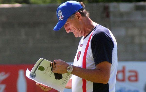 Bauza probó ayer en una práctica de fútbol el mismo equipo que eliminó a Gremio de Porto Alegre.