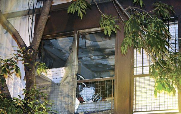 Hubo fuego. El frente de la vivienda del barrio San Cristóbal de Capital.