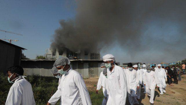 India: cinco muertos al incendiarse la planta del mayor fabricante de vacunas del mundo