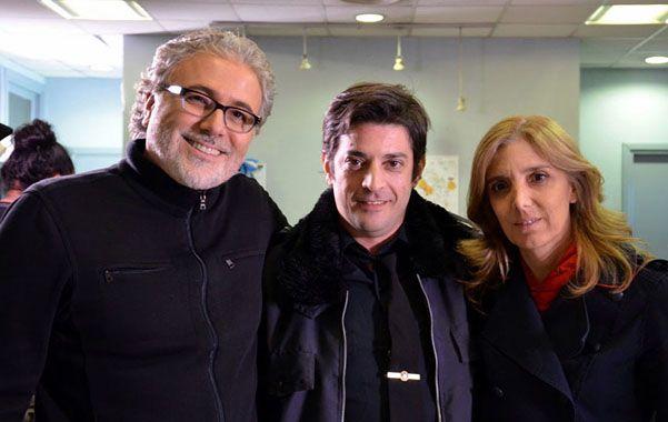 On TV junto a Pablo Rago. Claudio Villarruel y Bernarda LLorente junto a uno de los protagonistas del unitario.